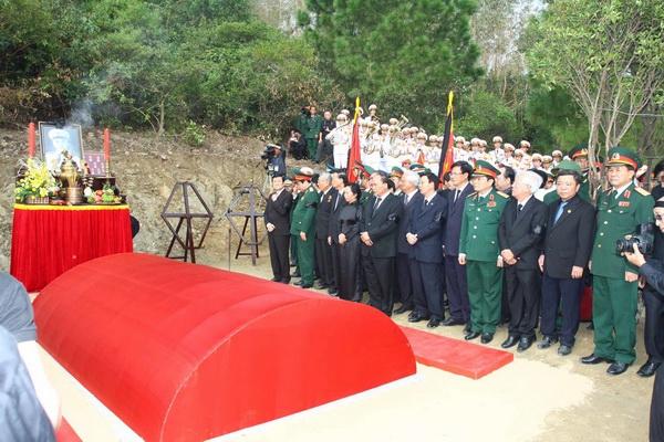Viếng Mộ Đại Tướng Võ Nguyên Giáp, Đông Thiên Đường, Nghĩa Trang Trường Son
